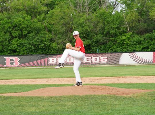 Baseball Player Returns to Sport After Knee Surgery